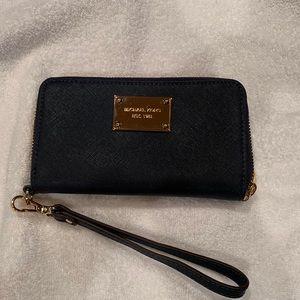Michael Kors wristlet wallet in Navy